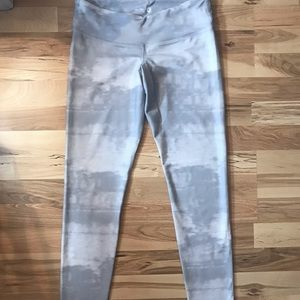 Old Navy White and Grey Patterned Leggings